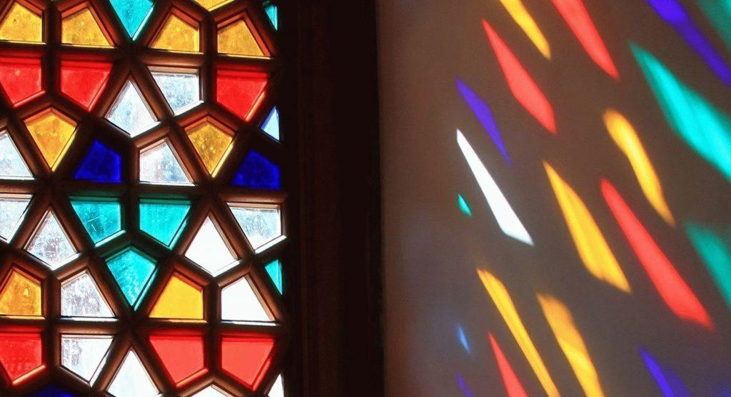شیشه رنگی پنجره