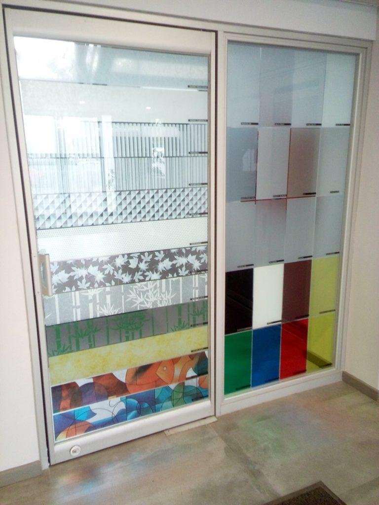 مزایای استفاده شیشه رنگی